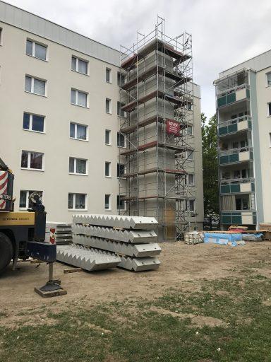 erster Aufzugsschacht in der Ernst-Pörner-Straße steht